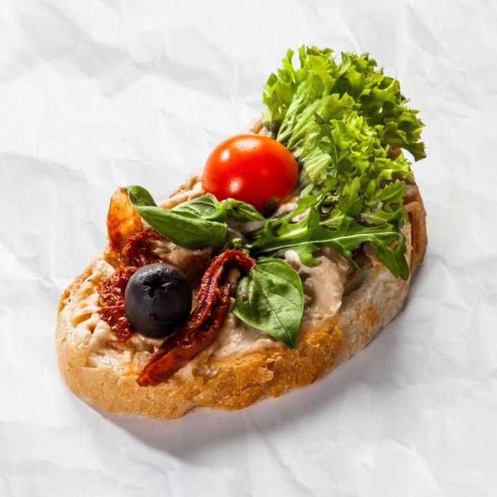 Chlebíček so zeleninovou nátierkou