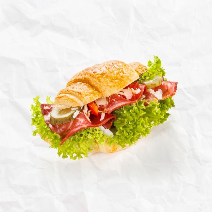 Croissant Schwarzwald s parmezánom